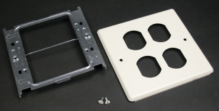 WIREMOLD V4047BB : 2-GANG W/TWO DUPLEX OPENINGS-IVORY
