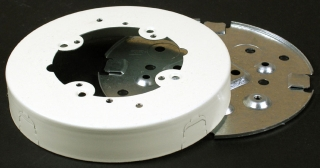 WIREMOLD V5738A : STEEL FIX BOX SOLID BASE IVORY